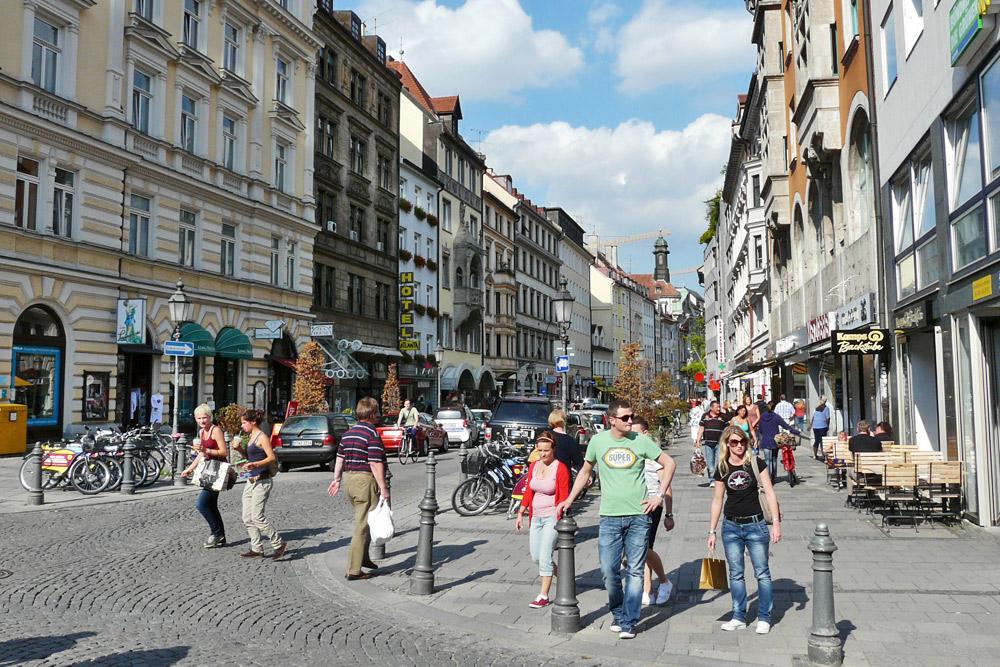 Geschäfte in Deutschland öffnen nach Zwangspause wieder
