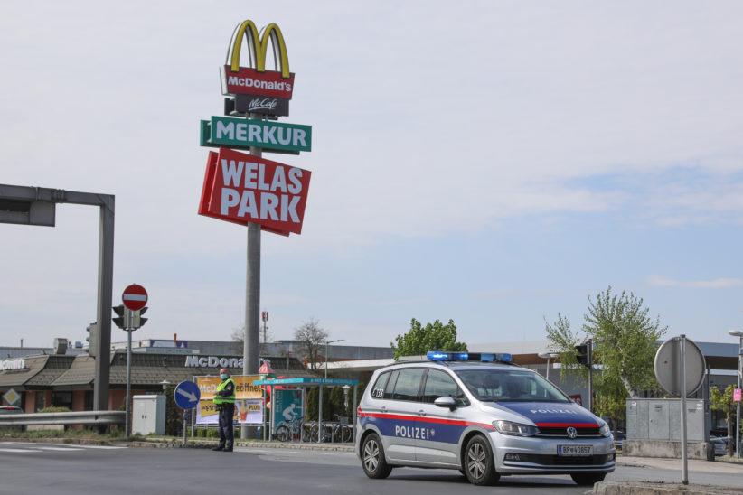 Ansturm auf Drive-In in Wels-Schafwiesen sorgt für Verkehrschaos und größeren Polizeieinsatz