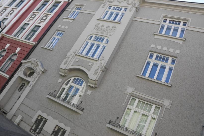 Kleinbrand am Balkon eines Hauses in Wels-Innenstadt vor Eintreffen der Feuerwehr gelöscht