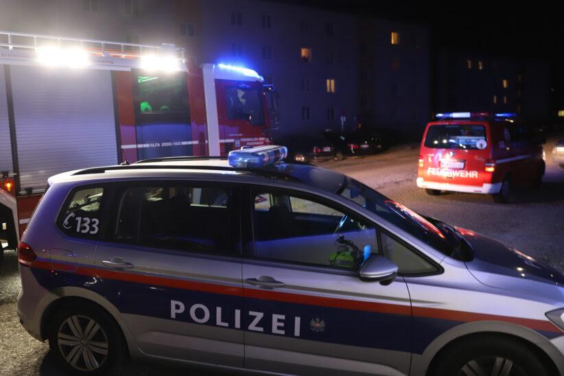 Brand einer Gartenbank in Wels-Neustadt führt zu Einsatz der Feuerwehr