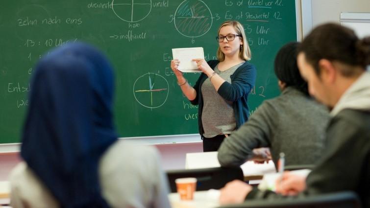 """Für Lehrergewerkschaft """"Gruppen zu groß, Tempo zu hoch"""""""