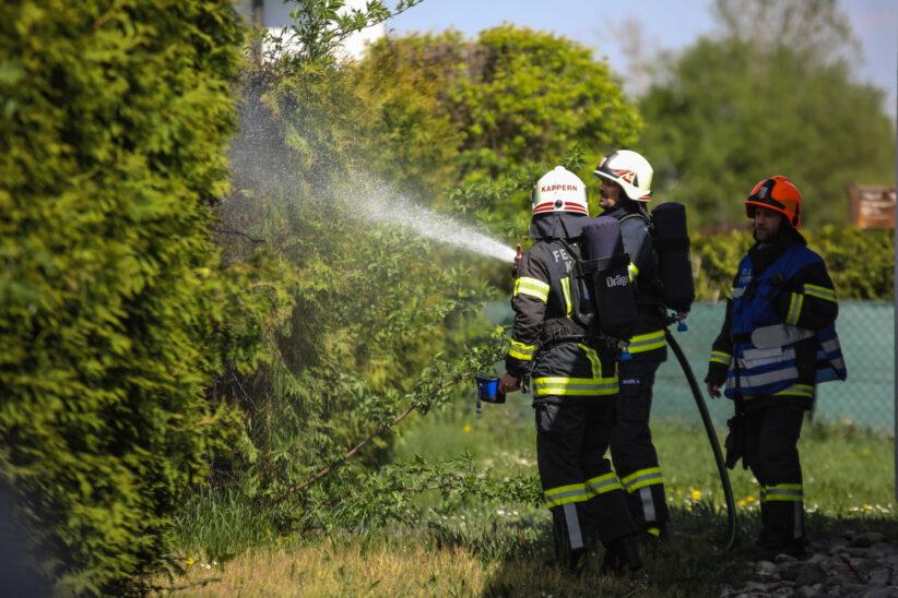 Brand einer Hecke sorgt für Einsatz der Feuerwehren in Marchtrenk
