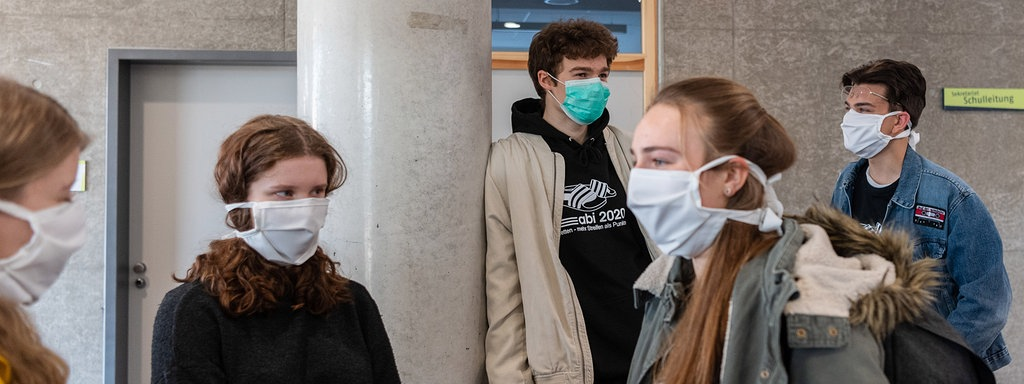 Auslieferung von Masken für Schulöffnung gestartet