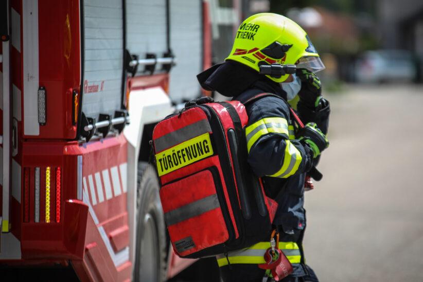 Kleinkind in Wohnung eingeschlossen - Türöffnung durch Feuerwehr in Marchtrenk