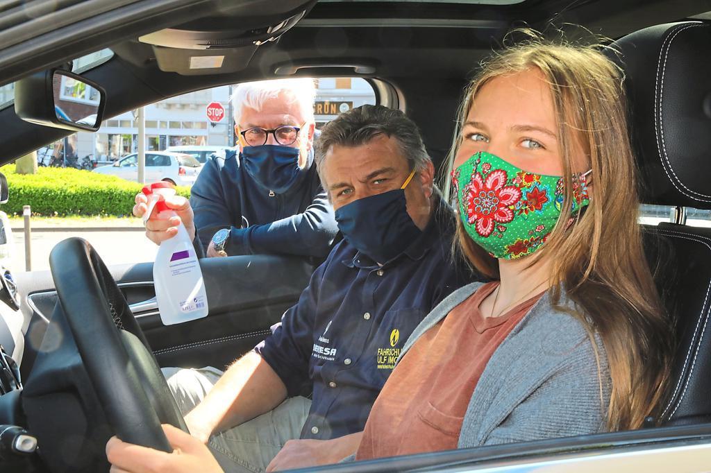 Führerscheinprüfungen mit Mund-Nasenschutzpflicht