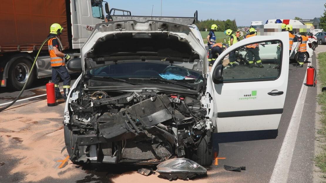 Verkehrsunfall zwischen PKW und Kleintransporter auf Wiener Straße bei Marchtrenk