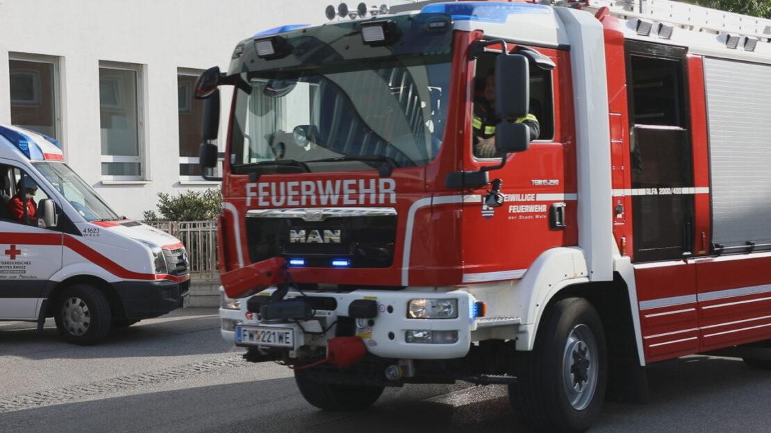Personenrettung in Notaufnahme: Patient in Wels-Neustadt mit Hand in Schleifmaschine eingeklemmt
