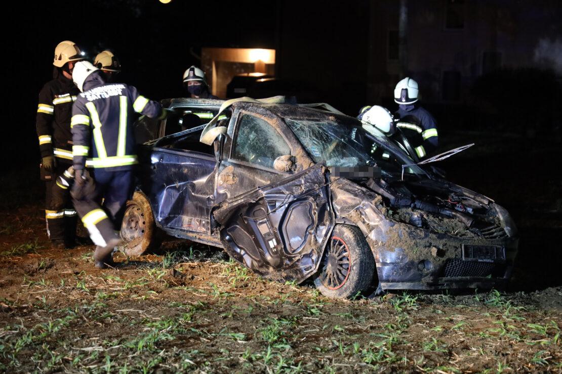 Überschlag mit Auto bei Verkehrsunfall auf Pyhrnpass Straße in Sattledt endet glimpflich