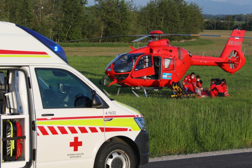 Notarzthubschrauber nach schwerem Fahrradsturz in Neukirchen bei Lambach im Einsatz