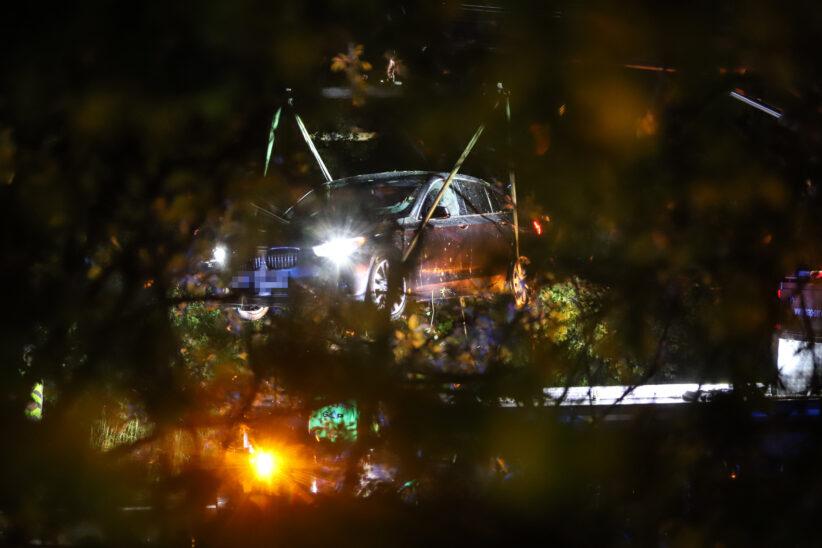 Auto bei Unfall auf Innkreisautobahn in Wels-Oberthan in Sträuchern gelandet