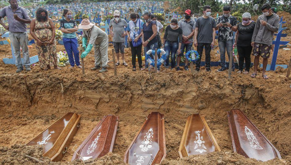 Erstmals mehr als tausend Tote am Tag in Brasilien