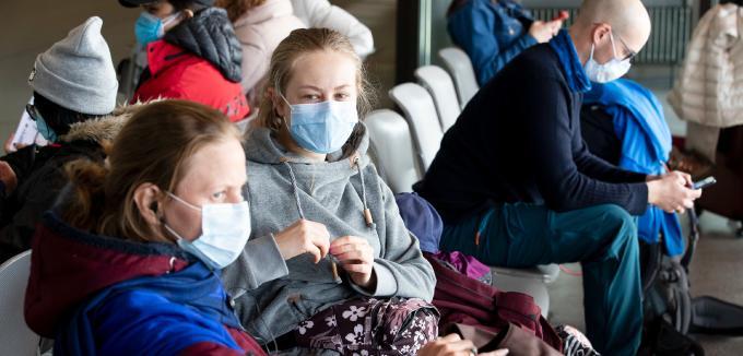 EU empfiehlt Schutzmasken, Abstandsregeln bei Flugreisen