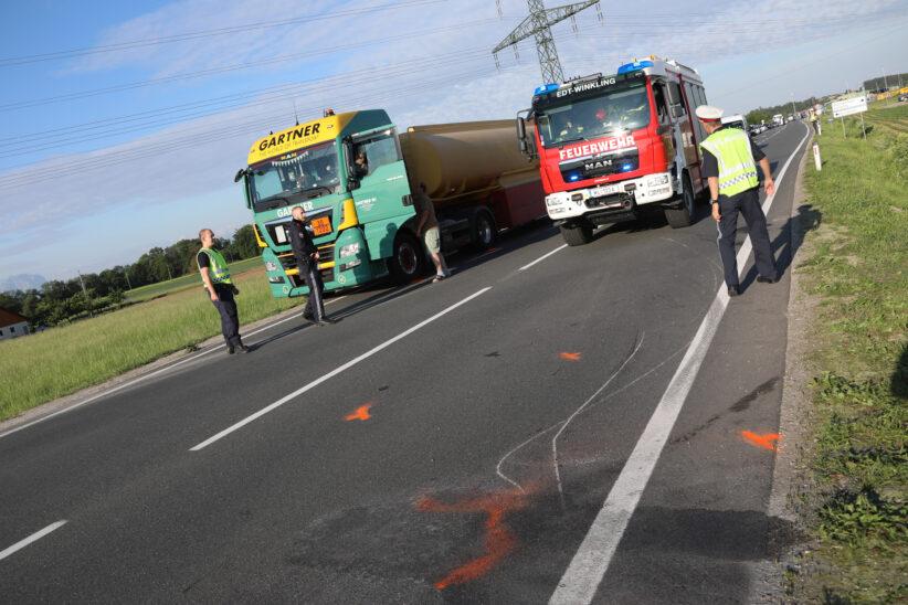 Verkehrsunfall zwischen LKW und PKW auf Wiener Straße in Edt bei Lambach