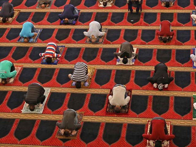 Muslime feiern im Schatten von Corona
