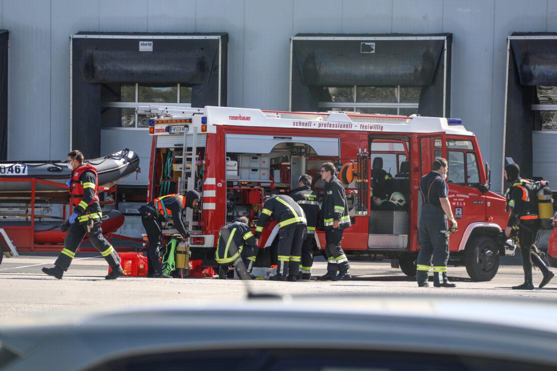 Leblose Peron in Wels-Lichenegg durch Feuerwehrtaucher aus Mühlbach geborgen