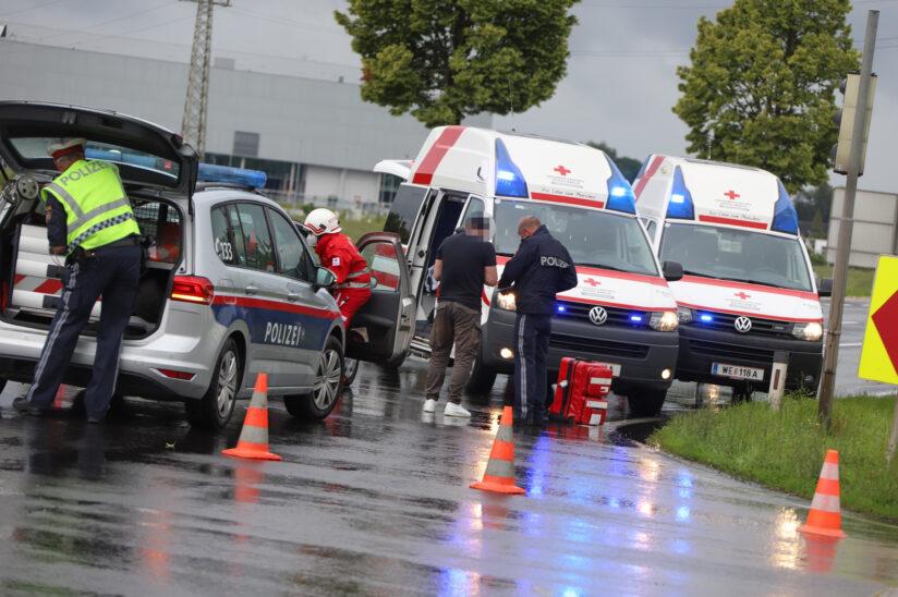 Auffahrunfall im Kreuzungsbereich der Wiener Straße in Marchtrenk fordert zwei Verletzte