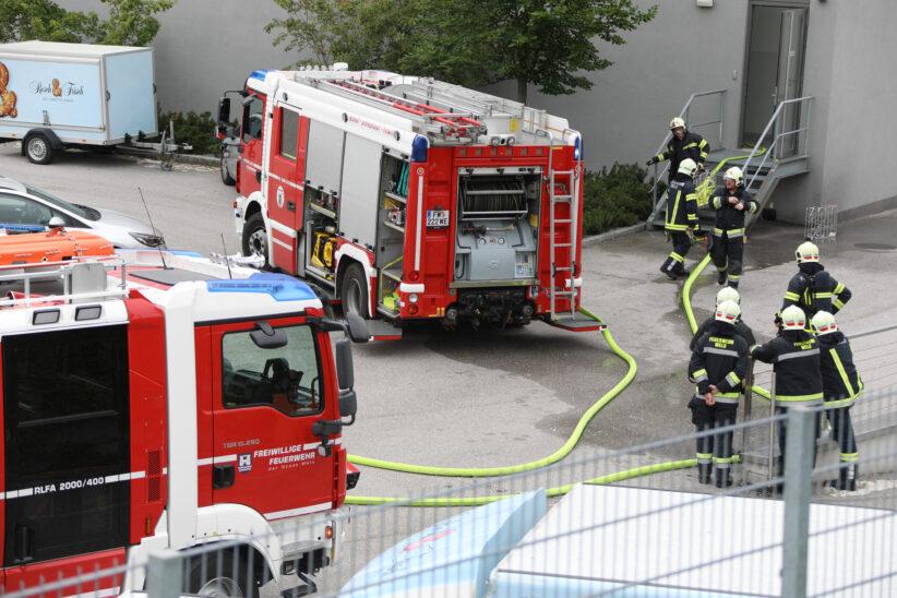 Brandeinsatz bei Backwarenproduktionsbetrieb in Wels-Schafwiesen