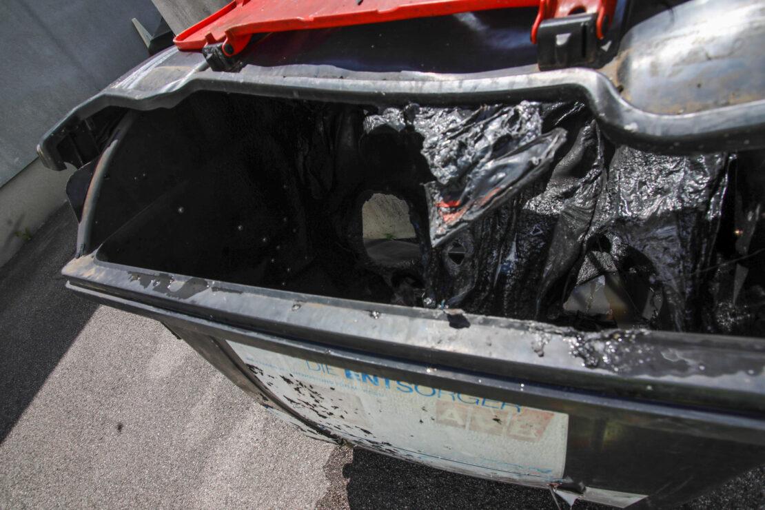 Brand eines Altpapiercontainers in Wels-Lichtenegg rasch gelöscht