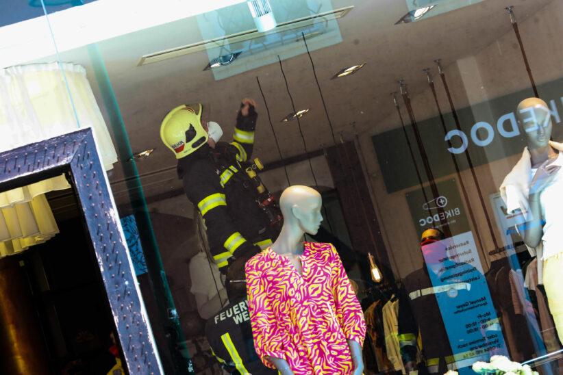 Brandgeruch in einem Geschäftslokal in Wels-Innenstadt führt zu Einsatz der Feuerwehr
