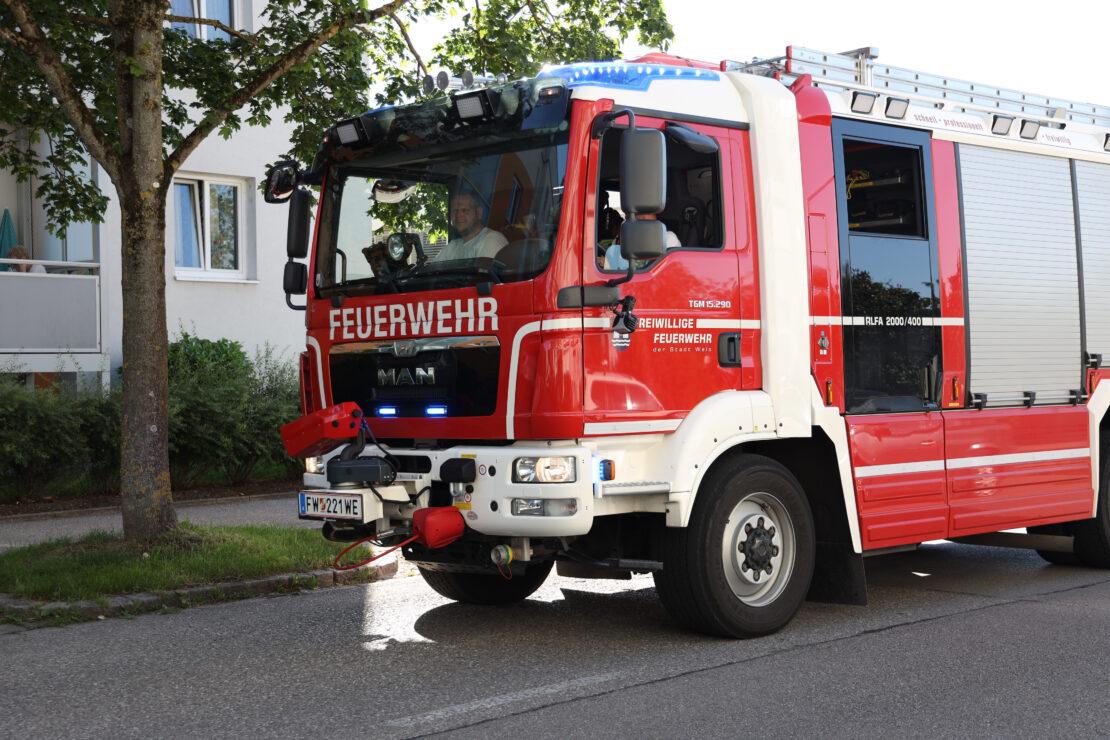 Einsatzkräfte der Feuerwehr zu Personenrettung nach Wels-Neustadt alarmiert
