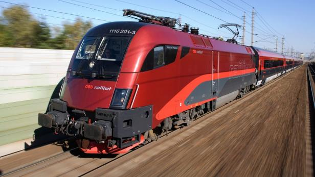 Mann bedroht Railjet-Passagiere mit Akkuschrauber