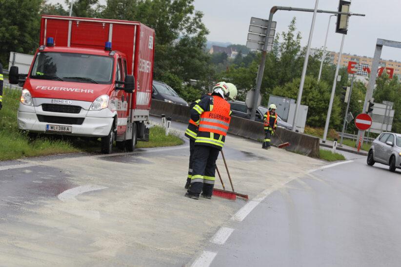 Feuerwehreinsatz: Vier Kilometer lange Ölspur von Wels nach Thalheim bei Wels