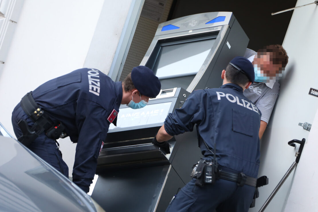 Illegales Glücksspiel: Finanzpolizei beschlagnahmt zahlreiche Spielautomaten in Wels-Innenstadt