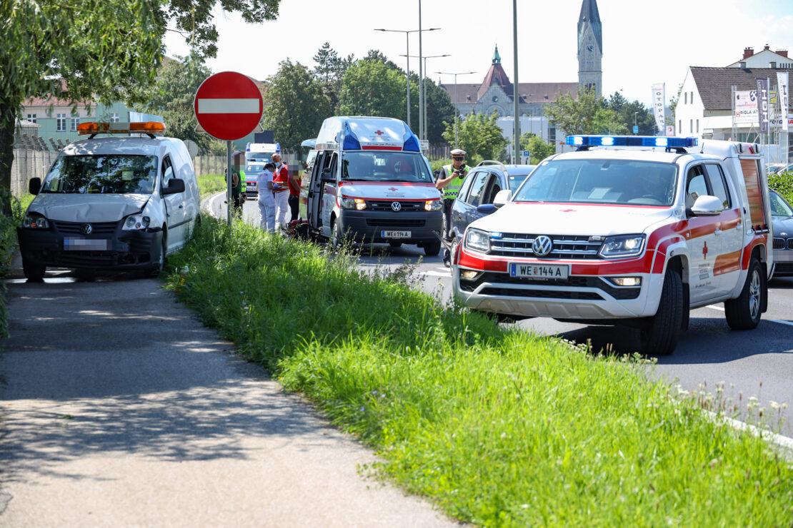 Auffahrunfall auf Innviertler Straße in Wels-Neustadt fordert zwei Verletzte