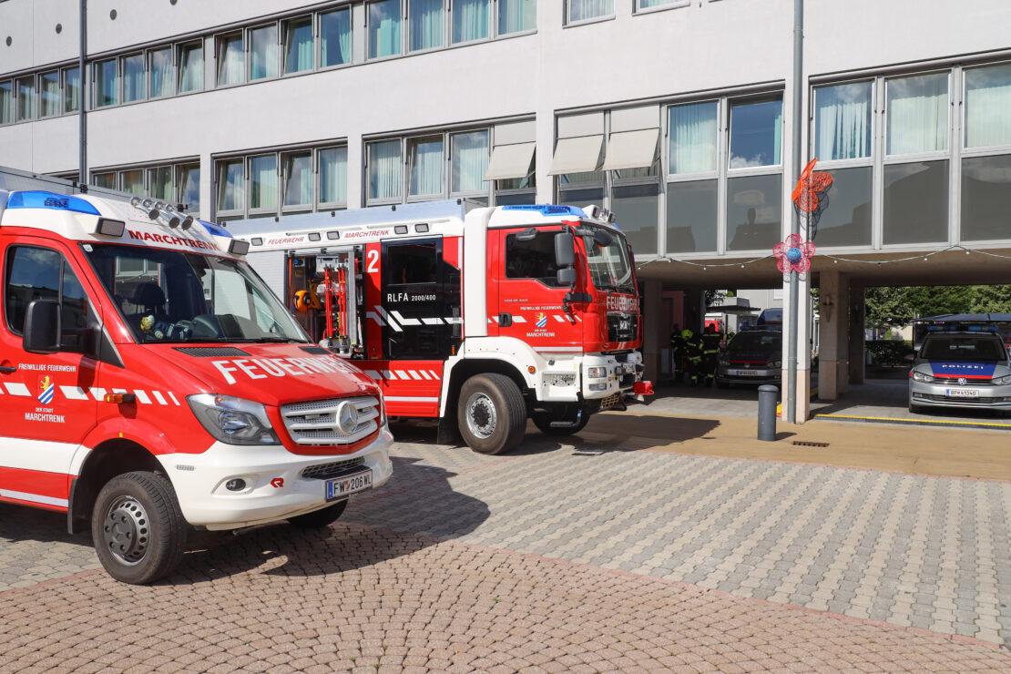 Spezialeinsatz für Feuerwehr: Dringende Türöffnung einer Arrestzelle am Polizeiposten in Marchtrenk