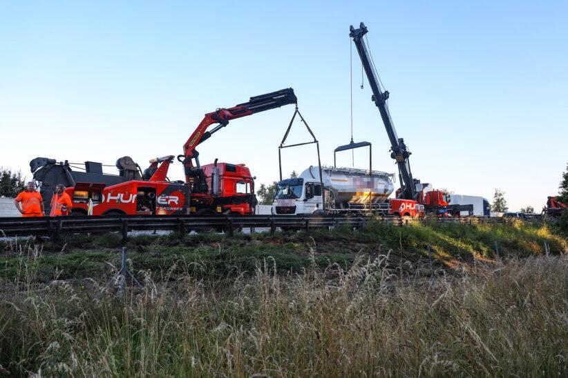 Silo-LKW auf Westautobahn bei Sipbachzell verunfallt