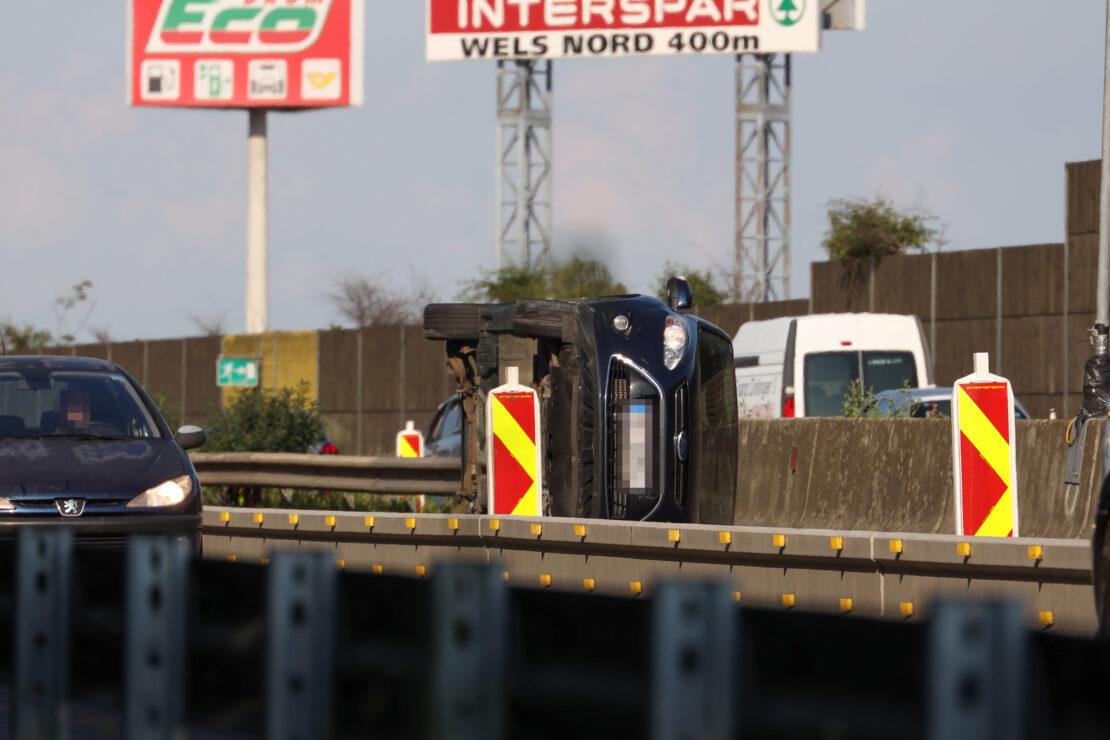 Schwerer Verkehrsunfall im Baustellenbereich der Welser Autobahn bei Wels-Puchberg