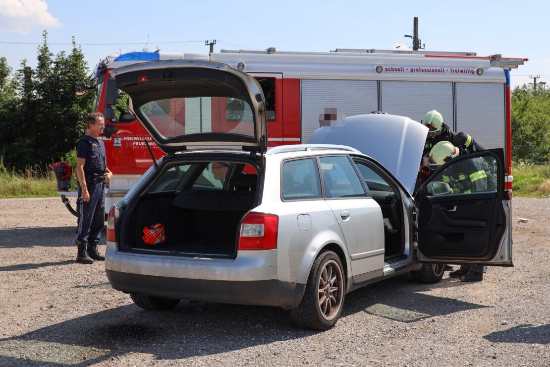 Feuerwehr zu gemeldetem PKW-Brand nach Wels-Puchberg alarmiert