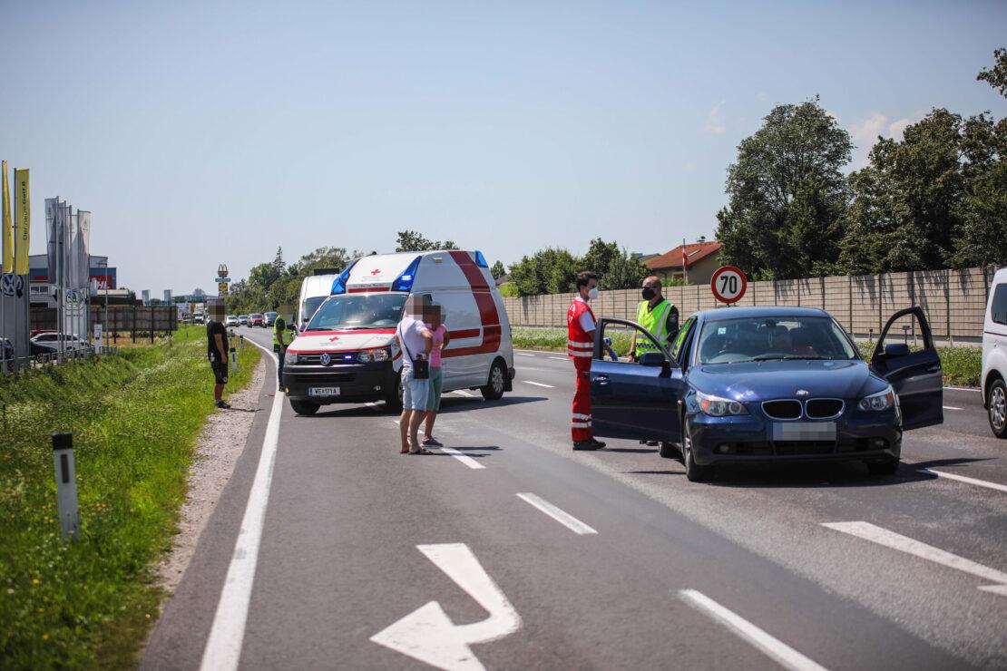 Zwei Verletzte bei Auffahrunfall auf Wiener Straße in Wels