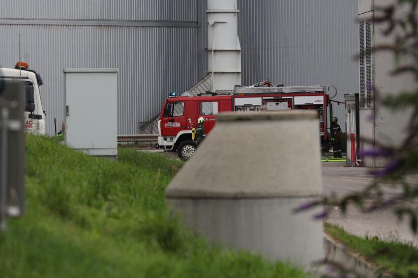Brandeinsatz bei Abfallverwertungsunternehmen in Wels-Schafwiesen
