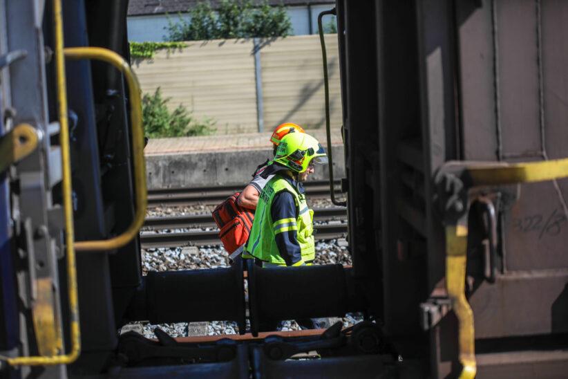 Brennende Bahnschwelle: Kleinbrand auf Westbahnstrecke bei Marchtrenk rasch gelöscht
