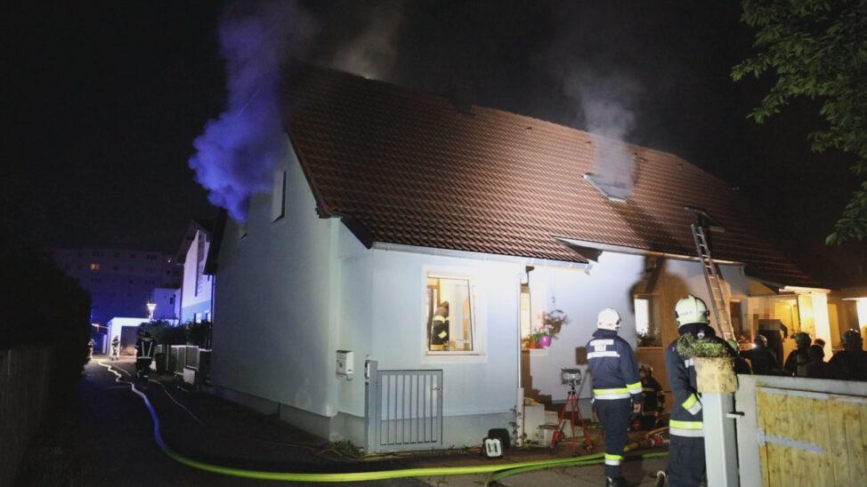 Ausgedehnter Zimmerbrand in einem Wohnhaus in Wels-Pernau