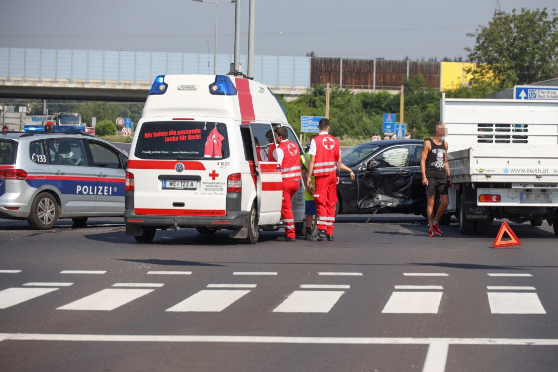 Kreuzungscrash in Wels-Neustadt fordert einen Leichtverletzten