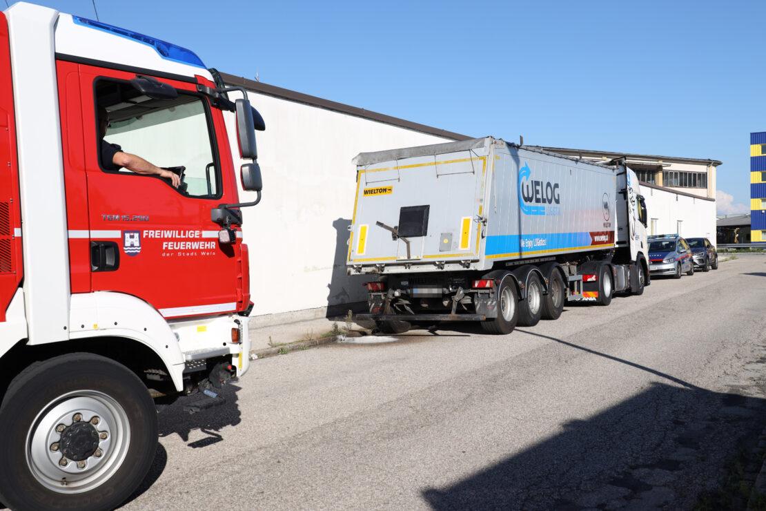 Schaumaustritt aus LKW: Gärende Kartoffel lösen Einsatz der Feuerwehr in Wels-Neustadt aus