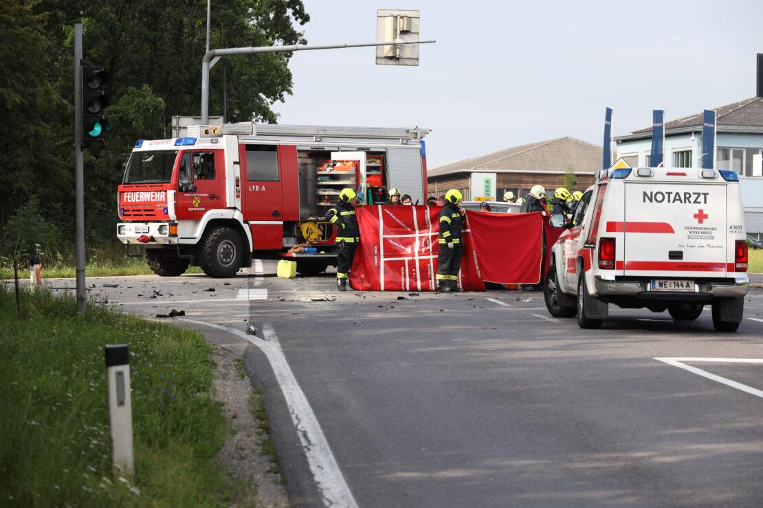 Tödliche Kollision zwischen Auto und LKW auf Wiener Straße bei Gunskirchen