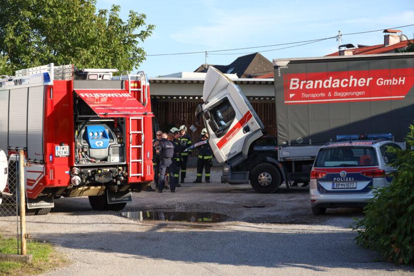 Einsatz in Sattledt: Lenker konnte beginnenden LKW-Brand noch vor Eintreffen der Feuerwehr löschen