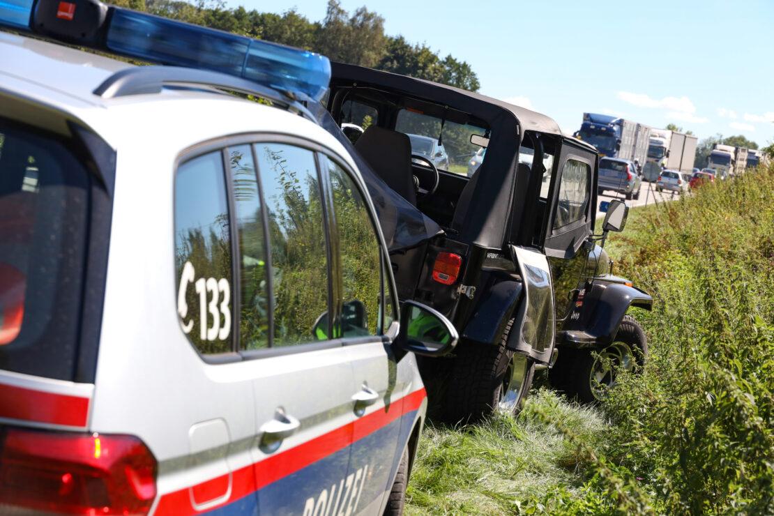 Notarzteinsatz nach Verkehrsunfall auf Pyhrnpass Straße in Thalheim bei Wels