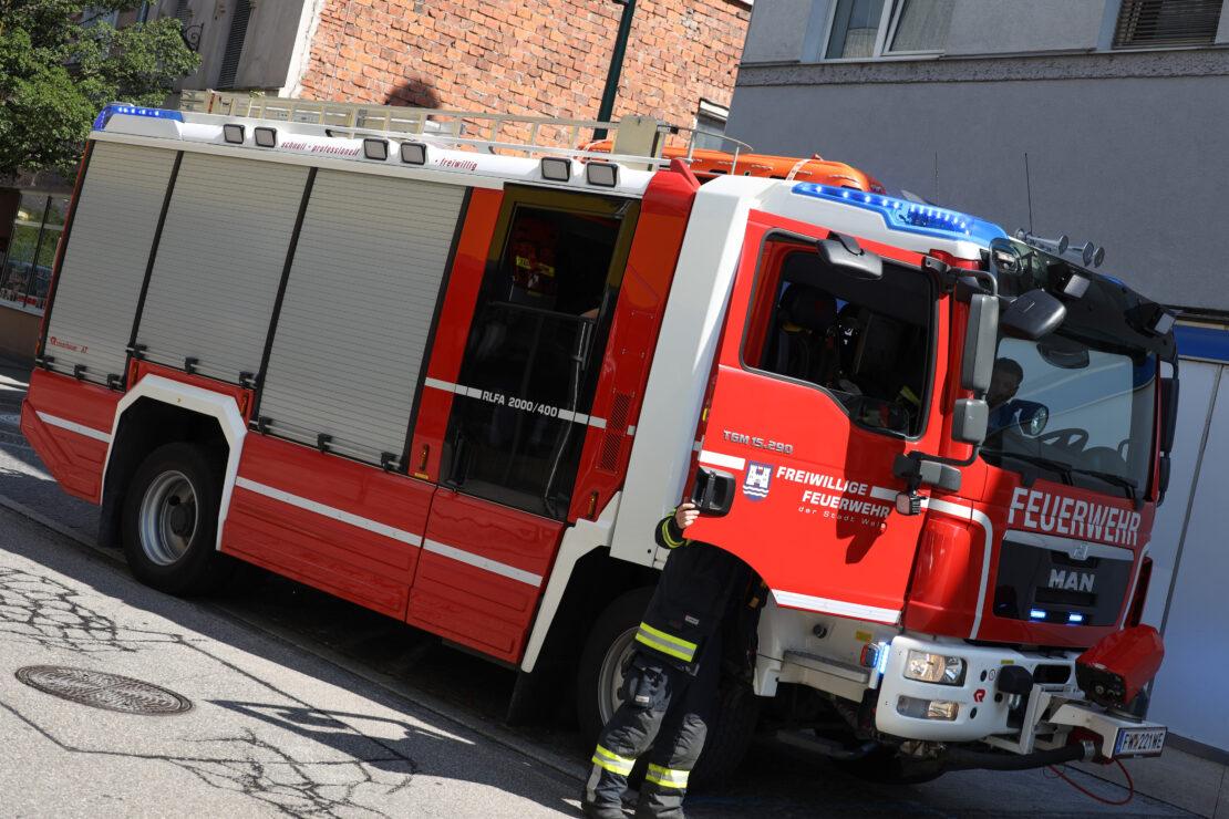 Defekter Beleuchtungskörper in einem Geschäftslokal in Wels-Innenstadt führt zu Feuerwehreinsatz