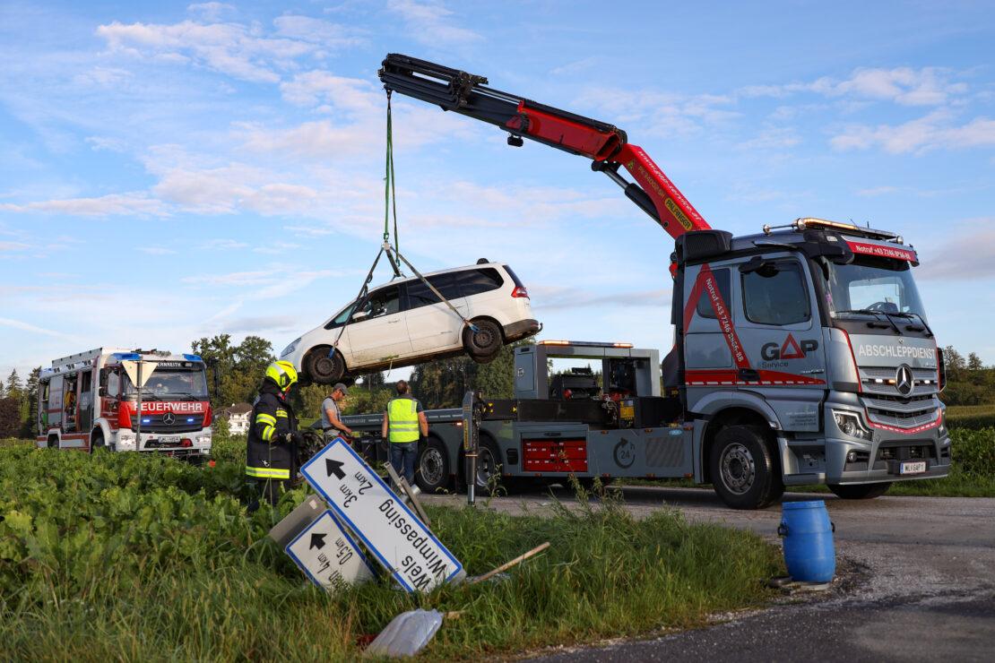 Kreuzungscrash in Gunskirchen fordert zwei Verletzte