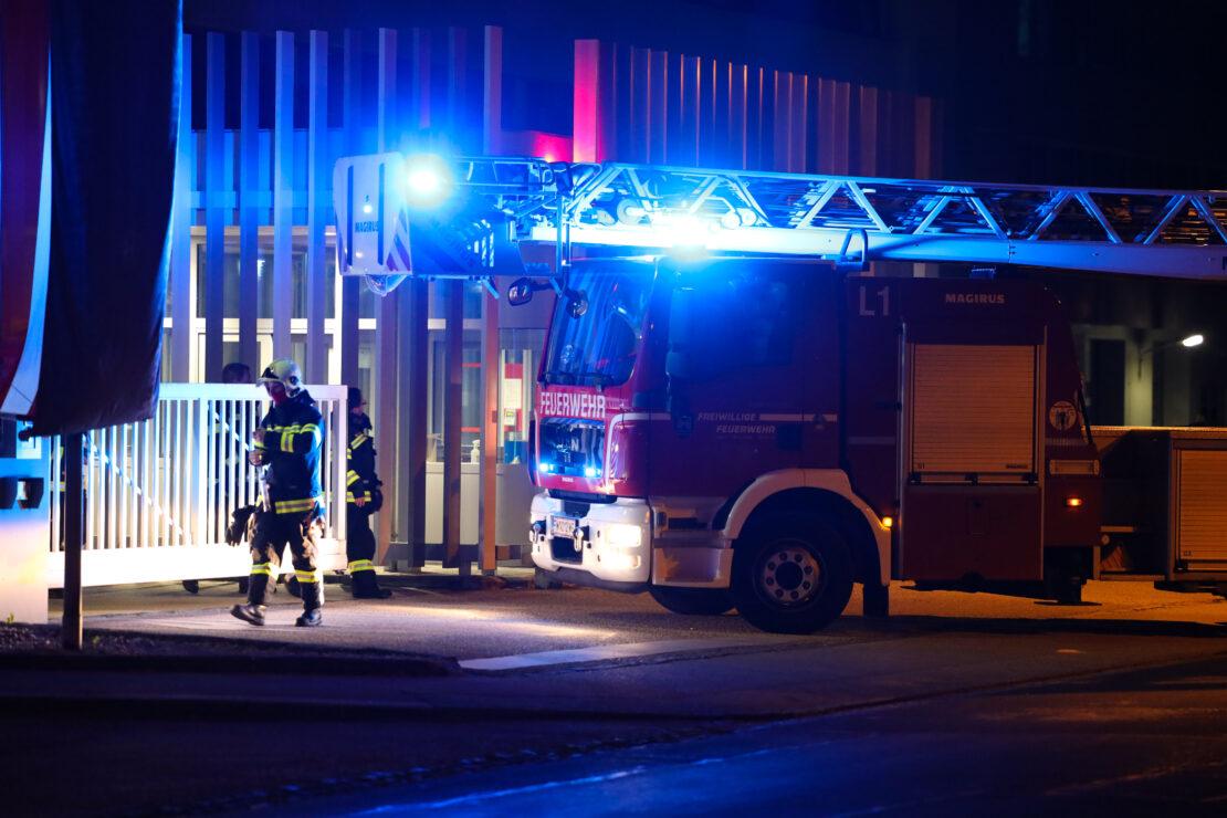 Nächtlicher Brandeinsatz bei Unternehmen in Wels-Pernau