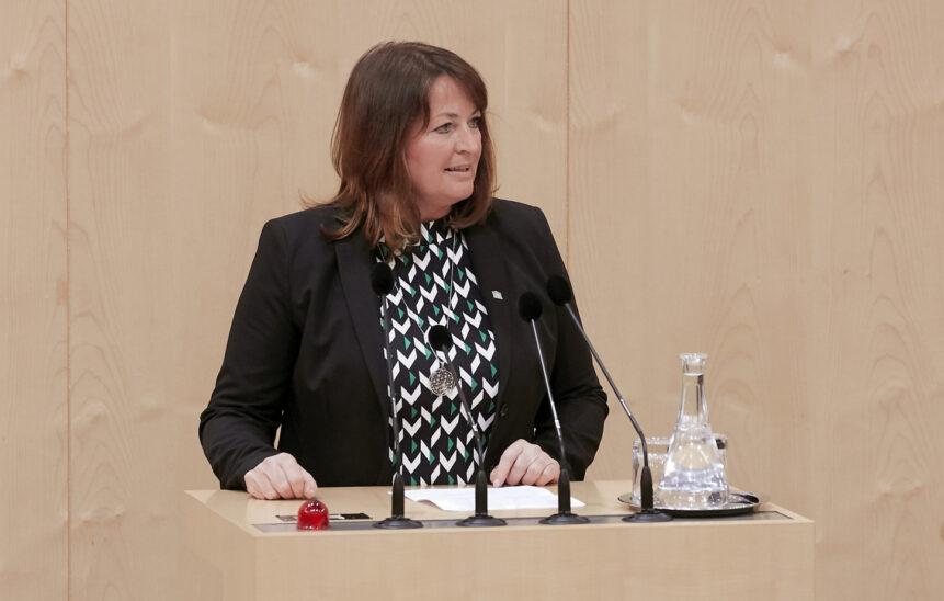 Wenig Budget für die Hessenkaserne: Petra Wimmer besorgt über die Zukunft des Standorts