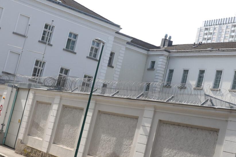 """""""Prügelprinz"""" nach adeliger Randale mit Verkehrsschild in Grünau im Almtal festgenommen"""