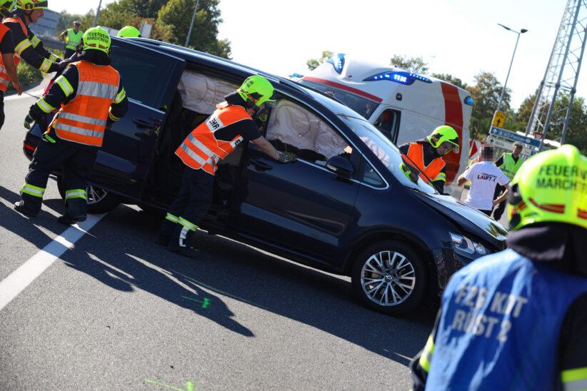 Unfall im dichten Nachmittagsverkehr auf Wiener Straße bei Marchtrenk fordert mehrere Verletzte