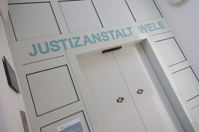 """""""Prügelprinz"""" unter Auflagen wieder aus der Justizanstalt Wels enthaftet"""