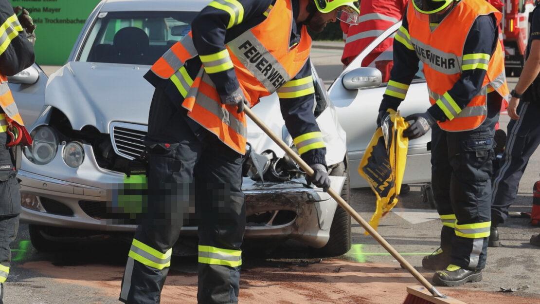 Kreuzungscrash in Marchtrenk fordert zwei teils Schwerverletzte