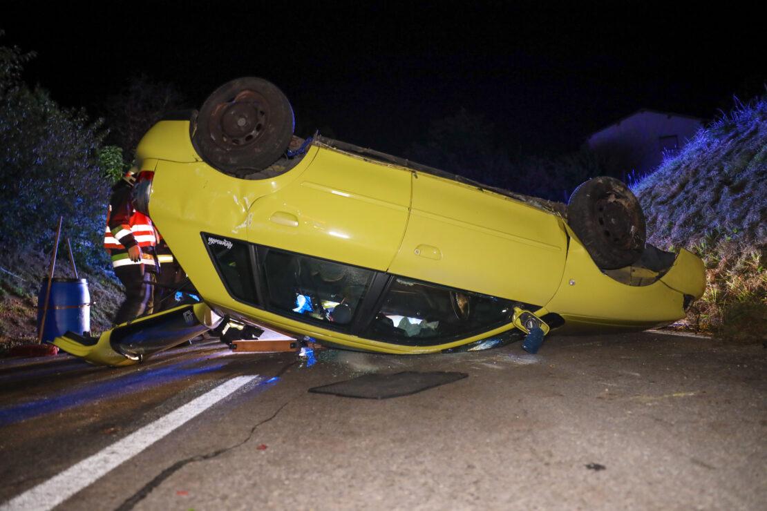 Autoüberschlag in Wels-Oberthan fordert zwei Verletzte